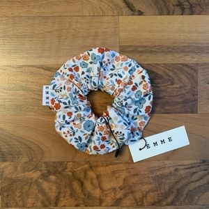 New Emme Fall Daisies Scrunchie